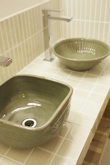 京都の陶芸作家さんが手がけた陶器の手洗いボウル。