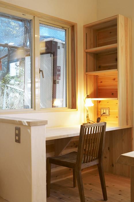 LDKに外を見ながらPCや勉強、裁縫までできる収納カウンター