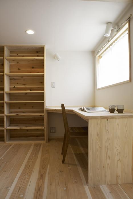 2階の一角にはオープンな書斎スペース