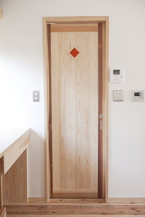 オリジナルデザインの建具扉
