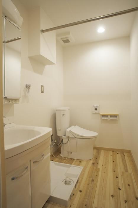 トイレと洗面所は仕切りをなくした開放的な空間