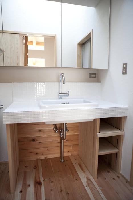 モザイクタイルで仕上げた広々オリジナル造作洗面台。