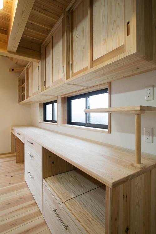 収納力抜群の造作キッチン収納